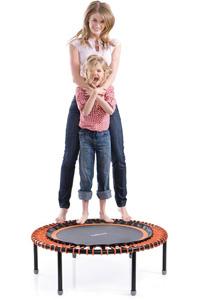 Bellicon Trampolin mit Frau und Kind